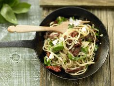 Ziegenkäse-Pasta - smarter - mit getrockneten Tomaten.   Kalorien: 590 kcal | Zeit: 15 min. #lunch