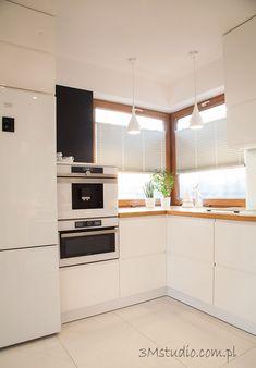 Narożne okno w kuchni Kitchen Layout, Kitchen Design, Home Kitchens, Diy And Crafts, Kitchen Cabinets, Living Room, House, Loft, Home Decor