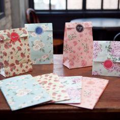 MochiThings.com: Flower Gift Bag