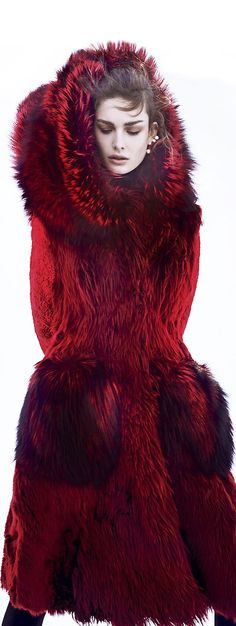 Amazing fur coats available at Luxury & Vintage Madrid, the best selection of contemporary and vintage clothing, discover our luxury brands Moda Fashion, Fur Fashion, Color Borgoña, Dark Winter, Winter Chic, Fabulous Furs, Dolce & Gabbana, Glamour, Shades Of Red