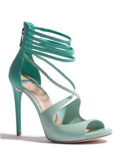 Tendance chausseurs : Guess by Marciano Lena Sandal in Mint Moda Fashion, Fashion Shoes, Women's Fashion, Jimmy Choo, Medium Heel Shoes, Shoe Boots, Shoes Heels, Flats, Women's Shoes