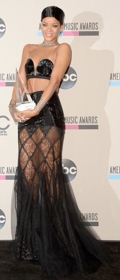 Rihanna at the AMA 2013 wearing Jean Paul Gaultier ~ Receives First Ever ICON AWARD