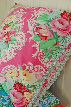 super cute floral pillowcases with crochet trim Granny Chic, Linens And Lace, Chenille, Textiles, Fabulous Fabrics, Crochet Trim, Vintage Fabrics, Bunt, Pink And Green