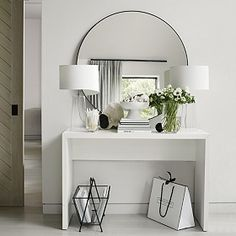 Chiltern Thin Metal Round Mirror Mirrors The White Company Chiltern Thin Metal Round Mirror Mirrors The White Company Daniela Wohnen Upgrading your hallway is a quick nbsp hellip Entrance Hall Decor, House Entrance, Entryway Decor, Apartment Entryway, Hall Way Decor, Entrance Halls, The White Company, Decor Interior Design, Interior Decorating