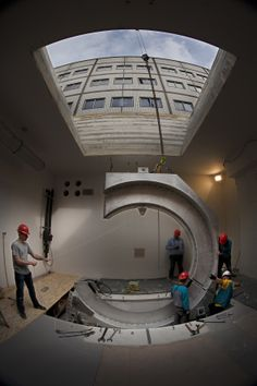 Dutch medical center begins installation of world's first high-field MRI-guided radiation therapy system | Philips and University Medical Center (UMC) Utrecht, NL