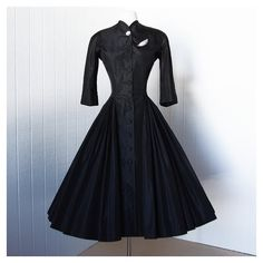vintage 1940's dress rare exquisite designer couture NETTIE ROSENSTEIN... ❤ liked on Polyvore featuring dresses, pleated dress, black pleated dress, vintage black dress, silk cocktail dress и vintage black cocktail dress