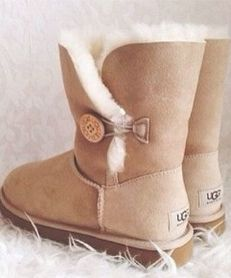 Uggs are a classic oh so popular winter boot. They provide endless comfort warmth and are so cute! Uggs are the go to ideal perfect boot for winter! if you don't own a pair of uggs you must get a pair UGGS=PERFECTION FOR WINTER! Style Outfits, Mode Outfits, Casual Outfits, 20s Outfits, Casual Shoes, Uggs For Cheap, Ugg Boots Cheap, Boots Sale, Buy Cheap