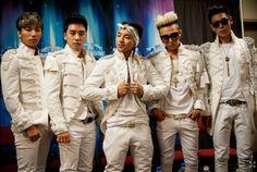 K pop - Música popular coreana: É um gênero musical consistindo de dança, música eletrônica, electropop, hip hop, rock e R&B originários de Seul.