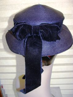 e7279cd84ad Vintage Navy Blue Hat Straw Sophisticate Round Mid Century Gold Belts