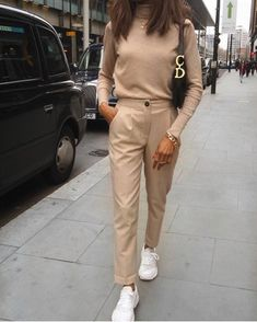 zara outfit 30 - Source by style Zara Outfit, Beige Outfit, Neutral Outfit, Dress Pants, Beige Pants Outfit, Monochrome Outfit, Nude Outfits, Classy Outfits, Chic Outfits