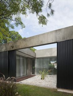 Gallery of House in el Pinar / Nicolas Bechis - 5 Concrete Architecture, Modern Architecture House, Interior Architecture, Architecture Courtyard, Patio Design, Exterior Design, House Design, Loft Design, Casa Patio