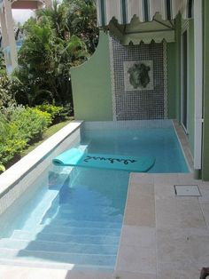 Browse swimming pool design ideas for the perfect pool for your home. Discover pool deck ideas and landscaping options to create your dream swimming pool Small Inground Pool, Small Swimming Pools, Small Backyard Pools, Small Pools, Swimming Pools Backyard, Swimming Pool Designs, Pool Landscaping, Outdoor Pool, Desert Backyard
