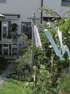 Waldstrumpf: Eine neue Wäscheleine.... Shabby Cottage, Shabby Chic, Outdoor Furniture, Outdoor Decor, Outdoor Structures, Photo And Video, Garden, Diy, Outdoors