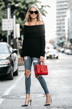 Outfit casual, first date outfits, red purse outfit, night outfits, street fashion Sweater Fashion, Sweater Outfits, Casual Outfits, Bar Outfits, Vegas Outfits, Club Outfits, Girly Outfits, Red Purse Outfit, First Date Outfits