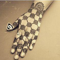 Trending minimal new bridal mehndi design ideas for this wedding season - Lace Glove henna