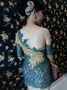 Kebaya indonesia Fb:kebaya nai tobing Myanmar Dress Design, Kebaya Brokat, Singapore Fashion, Lace Silk, Dress Designs, Designer Dresses, Wedding Hairstyles, Satin, Women's Fashion