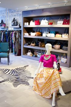 Best Consignment Shops In Chicago : Luxury Garage Sale, 1658 North Wells Street (between Eugenie Street and Concord Lane); Chicago rounds up the best consignment stores in Chicago with shopping tips to boot! Vintage Clothing Stores, Vintage Shops, Luxury Garage, Chicago Shopping, Chicago Travel, Luxury Office, Cool Style, My Style, Consignment Shops