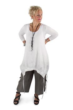 Losuej & Bean Linen Jumper Tunic in WHite Linen. Emmy Pants in Grey taupe linen. Sleevey wonder in bamboo Summer 2017 Collection #lousjeandbean #tankjumper #linenjumper #emmypants #linenpants #cestmoi #c'estmoi #sleeveywonder #summer2017 #summerstyle #summerlook