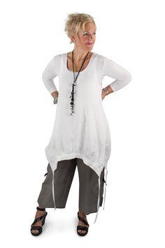 Losuej & Bean Linen Jumper Tunic in WHite Linen. Emmy Pants in Grey taupe linen. Sleevey wonder in bamboo Summer 2017 Collection #lousjeandbean #tankjumper #linenjumper #emmypants #linenpants #cestmoi #c'estmoi #sleeveywonder #summer2017 #summerstyle #summerlook