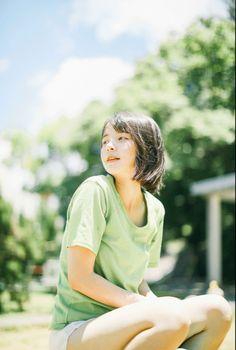 雨一颗 Aesthetic Japan, Aesthetic People, Pose Reference Photo, Art Reference Poses, Girl Anatomy, Drawing People Faces, Figure Poses, A Silent Voice, Cute Poses