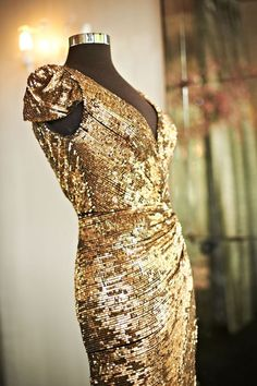 Glamorous gold bridesmaid dress #glamwedding #gold #goldwedding #bridesmaid #bridesmaiddress