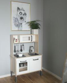 Eltons rum. Ikea duktig kök och Ted från Mrs Mighetto