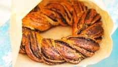 Makový pletenec | Recepty.sk Ratatouille, Tandoori Chicken, Ethnic Recipes, Food, Basket, Meal, Essen, Hoods, Meals