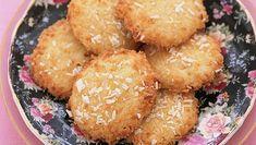 Biscuit Recipes Uk, Biscuit Dessert Recipe, Quick Biscuit Recipe, Uk Recipes, Biscuit Cookies, Coconut Recipes, Sweet Recipes, Cookie Recipes, Dessert Recipes