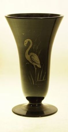 Hyalitové sklo z Novohradska - váza s plameňákem