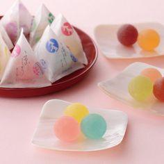 【挨拶や取引先】手土産におすすめの高級和菓子でセンス良く Japanese Cake, Japanese Snacks, Japanese Sweets, Candy Packaging, Craft Packaging, Making Sweets, Food Gallery, Kawaii Cooking, Cute Desserts
