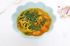Belugalinssoppa med vitlök, ingefära, chili och citron. Lägg till gurkmeja så har du en soppa som är hälsan själv.