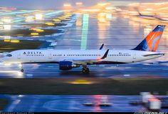 Delta Air Lines Boeing 757-26D N819DX at Osaka-Kansai International, April 2016. (Photo: Kosuke Ota)