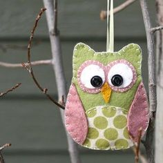 DIY - no sewing machine required - felt + fabric fabulous owl. (to go with my felt ornaments from 1965 Family Circle mag) Kids Crafts, Owl Crafts, Cute Crafts, Crafts To Do, Owl Fabric, Fabric Crafts, Sewing Crafts, Sewing Projects, Craft Projects