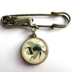 Vintage bee hare pin brooch!