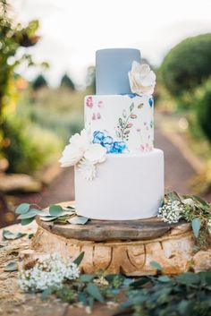 Whimsical cake: http://www.stylemepretty.com/little-black-book-blog/2015/02/18/southern-style-bohemian-wedding-inspiration/ | Photography: Kayla Coleman - http://kaylacolemanphotography.com/