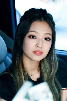 Jennie looking so pretty!!!!