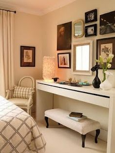 Design ideas for small bedroom. Only a desk instead of a vanity. I like this since you can put a suitcase on the bench and have good table space
