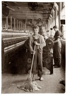 15 year old sweeper - Spinning and Spooling room - Berkshire Cotton Mills. Location: Adams, Massachusetts / Lewis W. Old Pictures, Old Photos, Vintage Photographs, Vintage Photos, Lewis Wickes Hine, Fotografia Social, Cotton Mill, Industrial Revolution, Working With Children