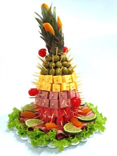 Discover thousands of images about Fruit & cheese tree served during cocktail hour Fruit Party, Snacks Für Party, Luau Party, Appetizers For Party, Appetizer Recipes, Veggie Tray, Edible Arrangements, Food Platters, Fruit Displays