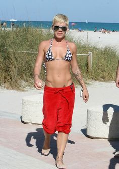 Her abs.......P!nk is bad ass!