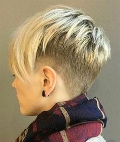 Buzzed sides and nape blond pixie Funky Short Hair, Super Short Hair, Short Hair With Layers, Short Blonde, Blonde Hair, Short Hair Styles, Trendy Hair, Short Hair Cuts For Women Easy, Blonde Pixie Cuts
