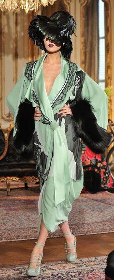 Fashion Design Inspiration Haute Couture John Galliano 68 Ideas For 2019 Green Fashion, Love Fashion, Trendy Fashion, Vintage Fashion, Fashion Design, Vintage Dior, 1950s Fashion, Vintage Hats, Victorian Fashion