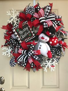 22 Charming Outdoor Christmas Tree Decorations You Must Try this Year - The Trending House Outdoor Christmas Tree Decorations, Christmas Wreaths To Make, Holiday Wreaths, Holiday Decor, Winter Wreaths, Spring Wreaths, Summer Wreath, Merry Christmas Sign, Christmas Snowman