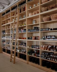 retail shelves deli shop, store interiors ve deli. Tienda Natural, Deli Shop, Retail Shelving, Store Shelving, Pantry Shelving, Farm Store, Boutique Deco, Café Bar, Store Interiors