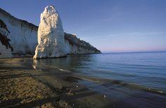 #Vieste La costa garganica, un incredibile susseguirsi di rocce a picco sul #mare e selvagge calette.