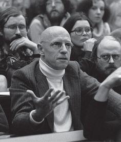 Lo que hago no es de ningún modo una filosofía. Tampoco una ciencia, a la que se podría pedir las justificaciones o las demostraciones que tenemos el derecho de exigirle a una ciencia (Foucault, 19…