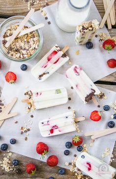 Wer sein Frühstücksmüsli einmal in einer anderen Form genießen möchte, liegt mit den Breakfast Yoghurt Popsicles genau richtig.