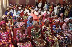 2016 82 schoolmeisjes bevrijd van Boko Haram Afrika nigeria bevolking tienermeisjes ontvoerd door boko haram en weer bevrijd