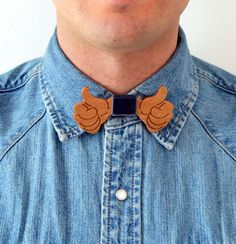 Bowtie 100% designed and made in Italy. 100% Bahia Wood and blue velvet. Unisex accessory to use as a classic bow tie, necklace but also as a hair band or belt. Discover more at: http://www.outloop.com/en/11-wooden-bow-ties #bowtie #accessories #papillon #woodenaccessories #designaccessories #socialdesign #artbowties #woodenbowties #shopbowties