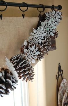 How To Use Snowflakes In Winter Décor: 36 Ideas - DigsDigs
